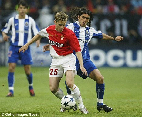 Rothen playing in the Champions League final